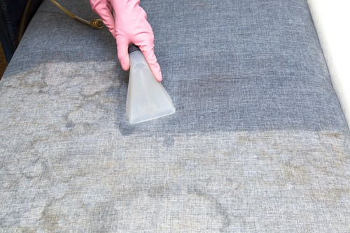 cons-of-upholstery-shampooing