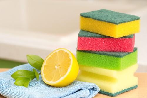 Lemon cleaning solution