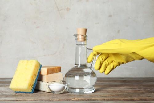 Vinegar cleaning solution